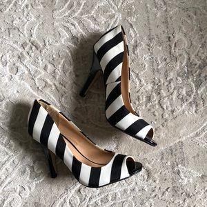 Fioni black and white pumps / peep toe heels